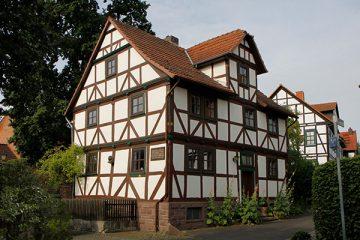 """Das """"Märchenhaus I"""" im Märchenweg."""