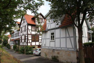 Der Märchenweg mit dem kleinsten Haus Niederzwehrens.