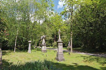 Eine Sammlung alter Grabsteine