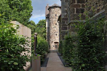 Blick vom Klosterhof zum Steinhaus.