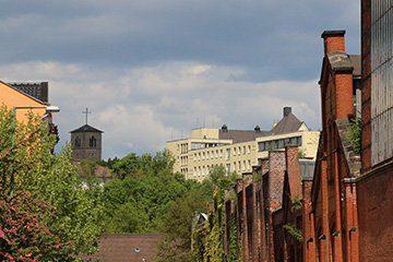 Blick zur Kirche und zum Marienkrankenhaus