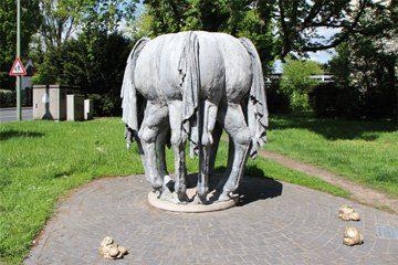 """Skulptur """"Die Pääreschwänze"""""""