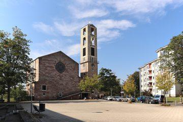 Der Brückner-Kühner-Platz mit der Markuskirche.