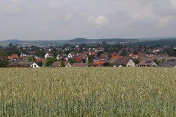 Auf dem Weg zwischen Fasanenhof und Wolfsanger schaut man auf Ihringshausen.